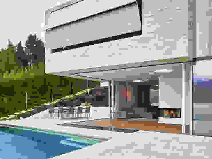 Backraum Architektur Balkon, Beranda & Teras Modern Batu Beige