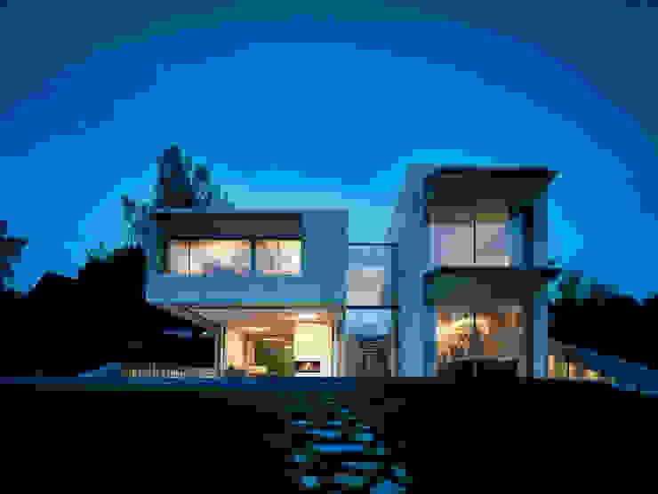Casas estilo moderno: ideas, arquitectura e imágenes de Backraum Architektur Moderno Piedra