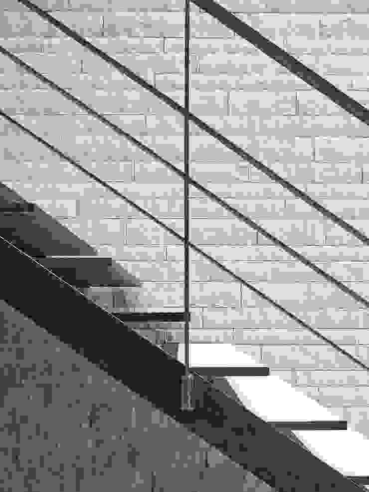 Backraum Architektur Koridor & Tangga Modern Metal Brown
