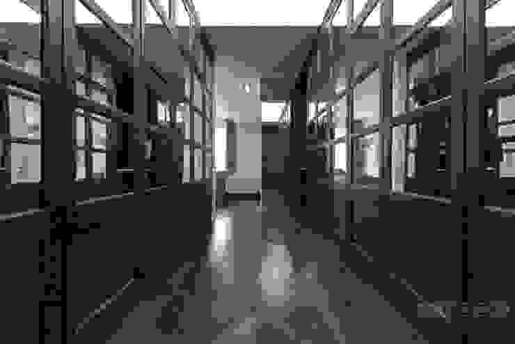 Modern dressing room by ООО 'ЮНИКОМ' Modern