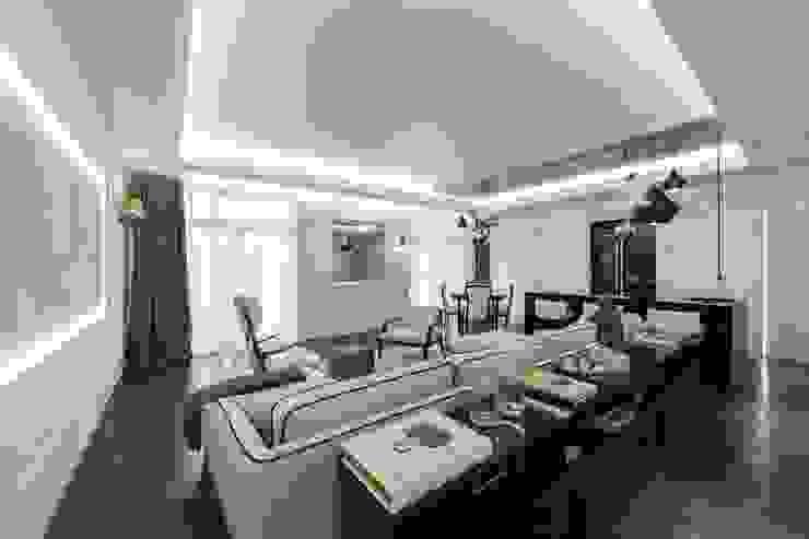 Modern living room by ООО 'ЮНИКОМ' Modern