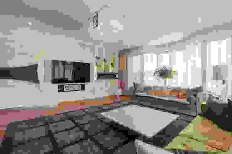 Salas de estilo moderno de ООО 'ЮНИКОМ' Moderno