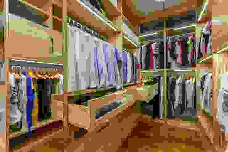 Closets de estilo moderno de ООО 'ЮНИКОМ' Moderno