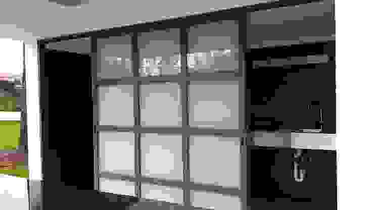Casas modernas de Emprofeira - empresa de projectos da Feira, Lda. Moderno Vidrio