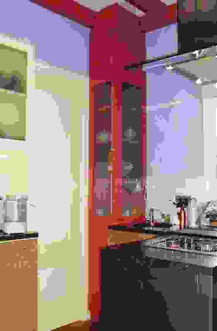 Super efficiënte kleine keuken. Moderne keukens van Brenda van der Laan interieurarchitect BNI Modern
