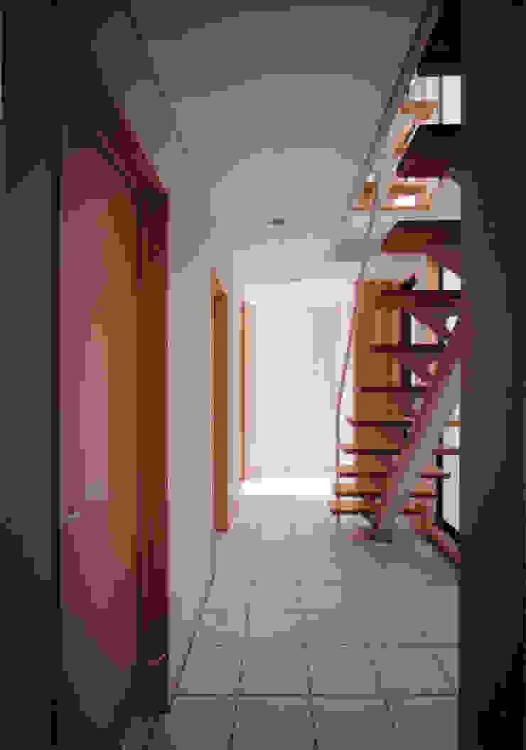 豊田空間デザイン室 一級建築士事務所 Pasillos, vestíbulos y escaleras escandinavos