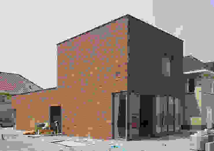 Beeld voorzijde Minimalistische huizen van architectuurstudio Kristel Minimalistisch