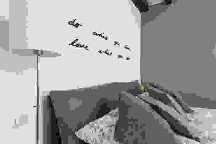 モダンスタイルの寝室 の studio ferlazzo natoli モダン