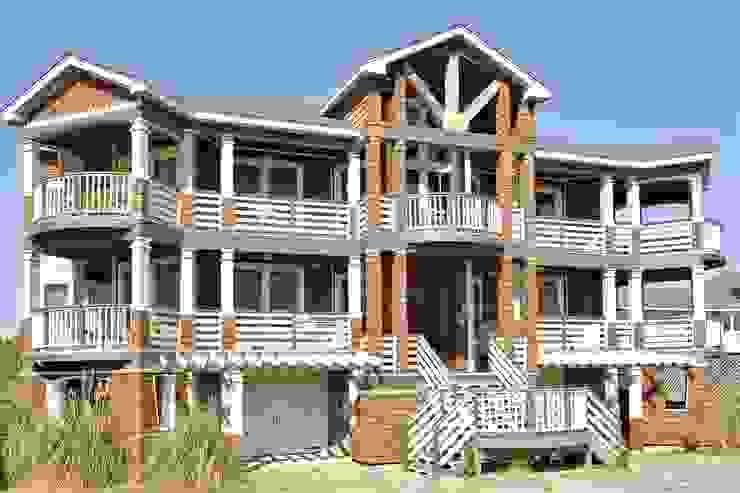 Savannah Dawn rental home facade Modern Houses by Outer Banks Renovation & Construction Modern