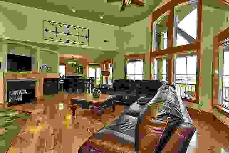 main living room Modern Living Room by Outer Banks Renovation & Construction Modern