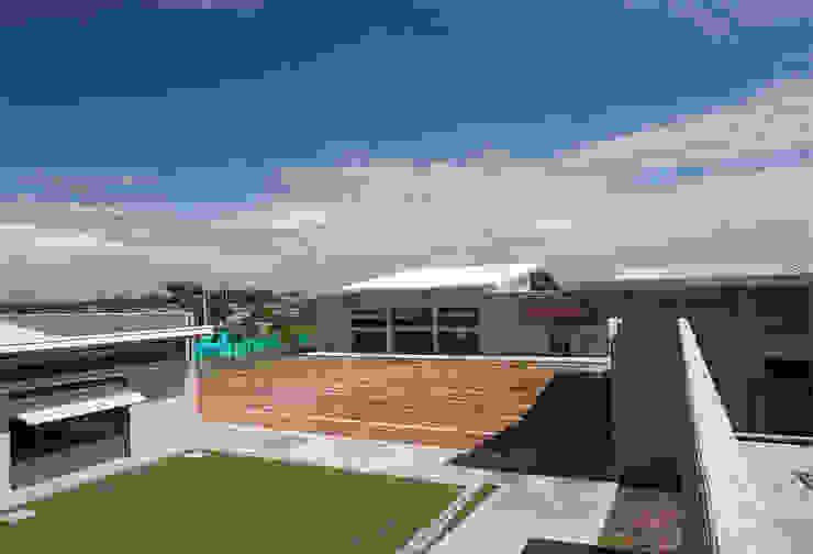 Colegio La Reliquia Jardines de estilo moderno de MRV ARQUITECTOS Moderno