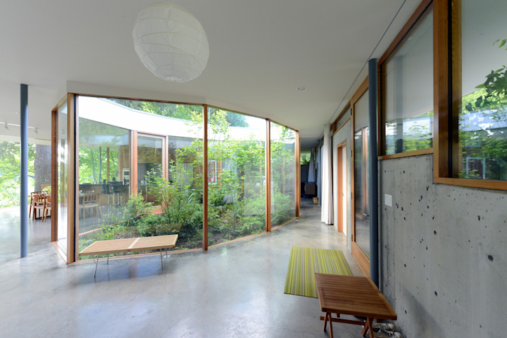 Courtyard House Eclectic style corridor, hallway & stairs by NO Architecture Eclectic