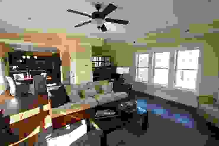 Natural Living Room Modern living room by Outer Banks Renovation & Construction Modern