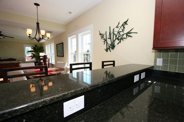 Kitchen island with Breakfast Counter Modern kitchen by Outer Banks Renovation & Construction Modern