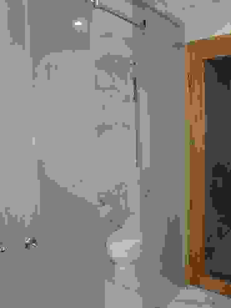 Arquitotal SAC Modern bathroom