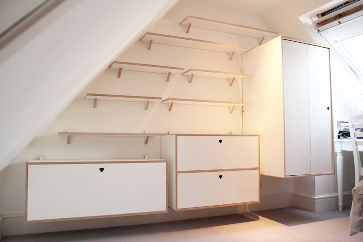 Full Shelving system with cabinets and wardrobe de Happenstance Workshop Moderno Contrachapado