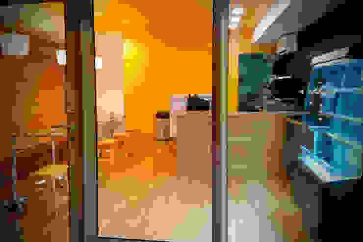 Vista Frontal Gastronomía de estilo moderno de Zoraida Zapata / Diseño Interior Moderno Madera Acabado en madera