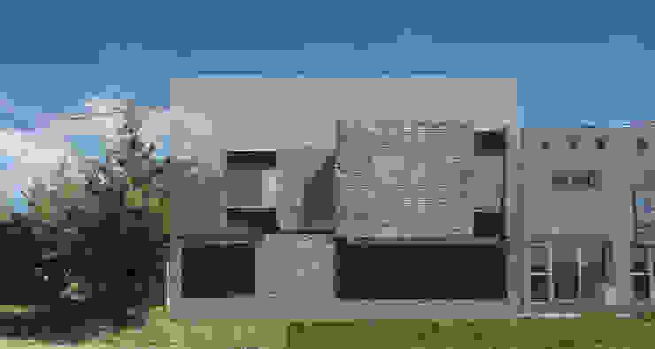 Fachada de la vivienda Casas minimalistas de Proyectarq Minimalista