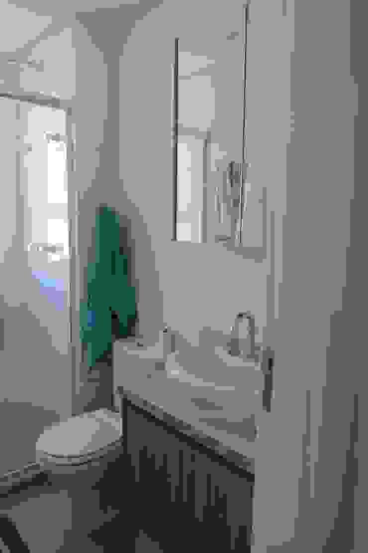 WC Banheiros modernos por In.home Moderno MDF
