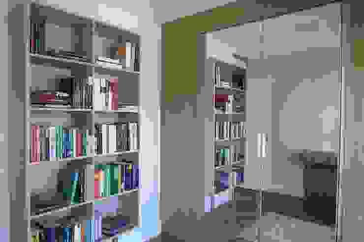 In.home Estudios y despachos de estilo moderno Tablero DM Marrón
