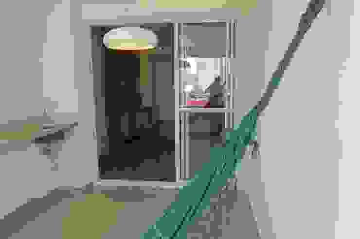 Varanda / Sala de jantar Varandas, alpendres e terraços modernos por In.home Moderno
