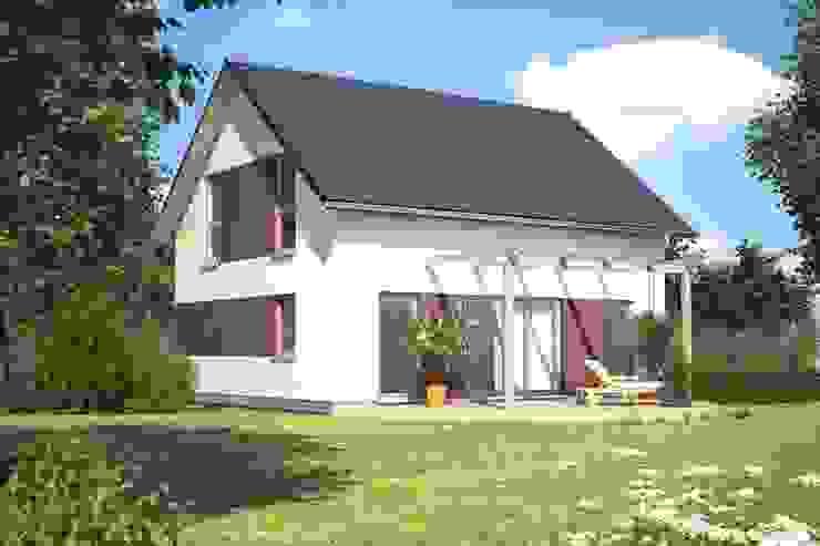 Casas de estilo clásico de Bärenhaus GmbH - das fertige Haus Clásico
