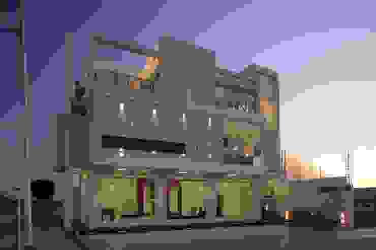 fachada frontal Casas minimalistas de arketipo-taller de arquitectura Minimalista