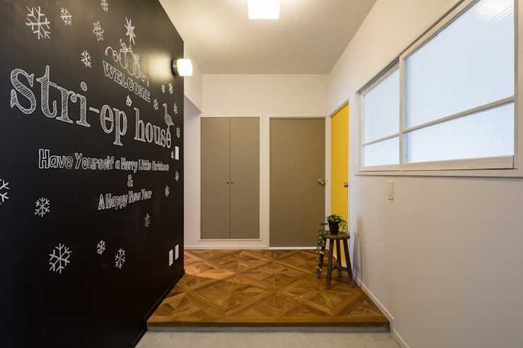 Eclectic style corridor, hallway & stairs by vibe design inc. Eclectic
