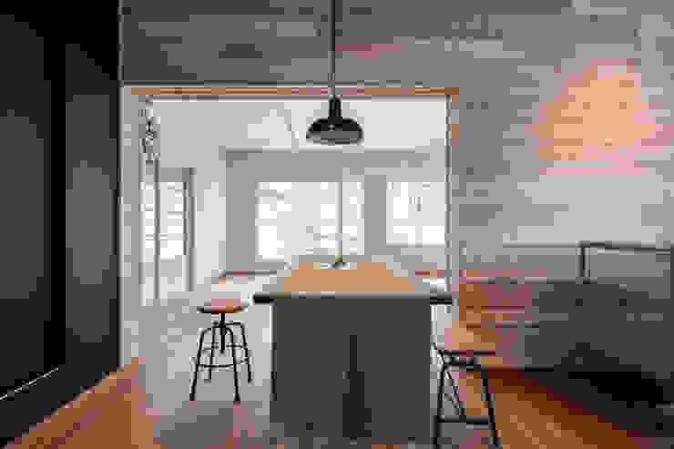 stri-ep house flat ジュネス葉山一色ガーデン vibe design inc. オリジナルデザインの ダイニング