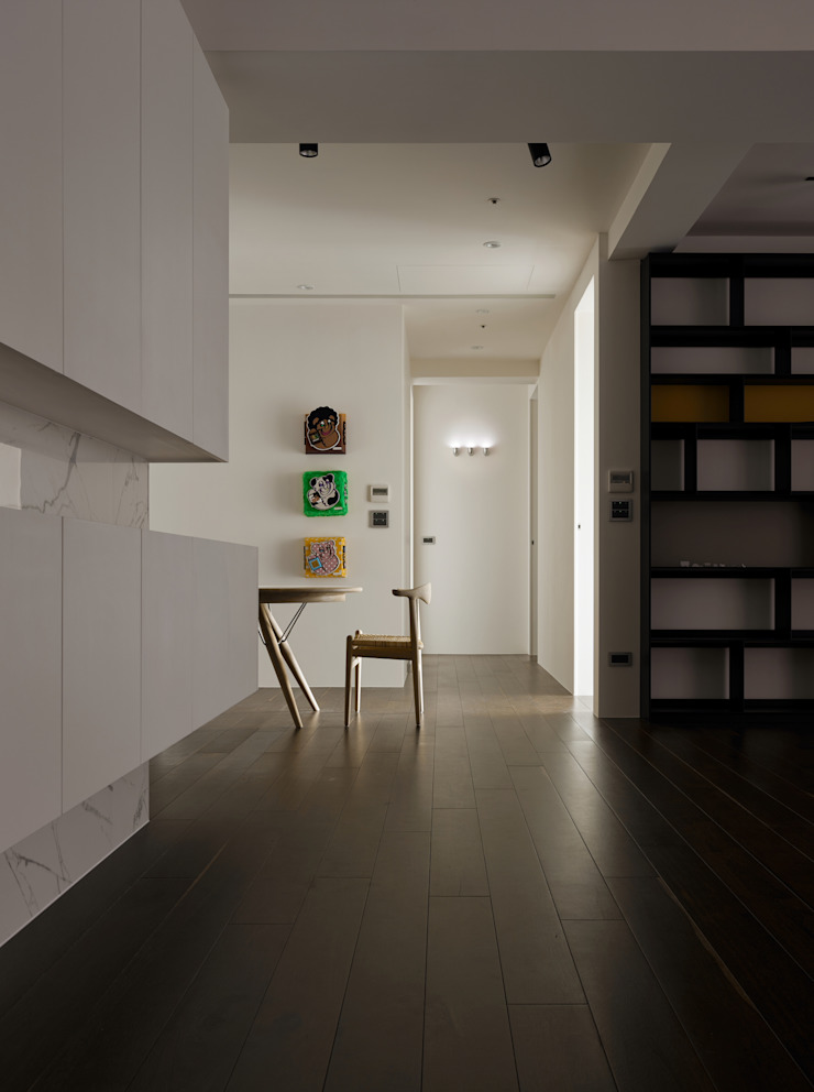 73號‧原舍 現代風玄關、走廊與階梯 根據 洪文諒空間設計 現代風