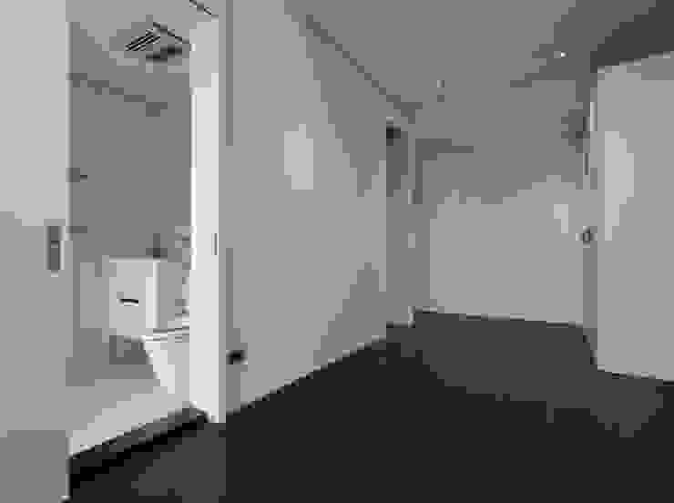 Moderne muren & vloeren van 洪文諒空間設計 Modern