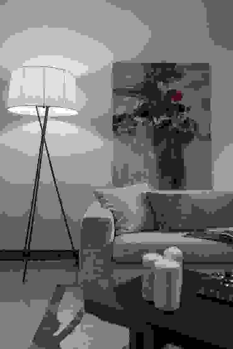 人文藝術 舞動生活況味 现代客厅設計點子、靈感 & 圖片 根據 Luova 創研俬.集 現代風