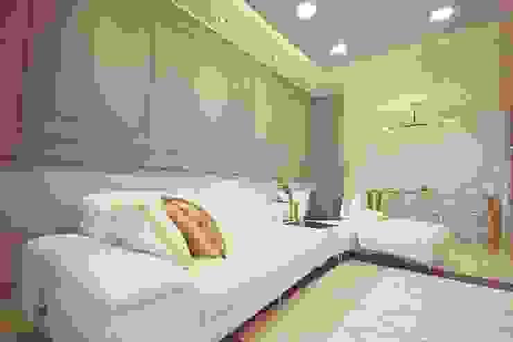 [홈라떼] 화사하고 블링블링한 30평대 홈스타일링 에클레틱 거실 by homelatte 에클레틱 (Eclectic)