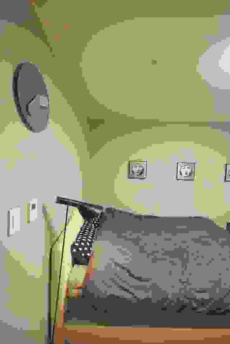 [홈라떼] 화사하고 블링블링한 30평대 홈스타일링 모던스타일 침실 by homelatte 모던