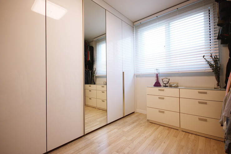 Modern dressing room by homelatte Modern