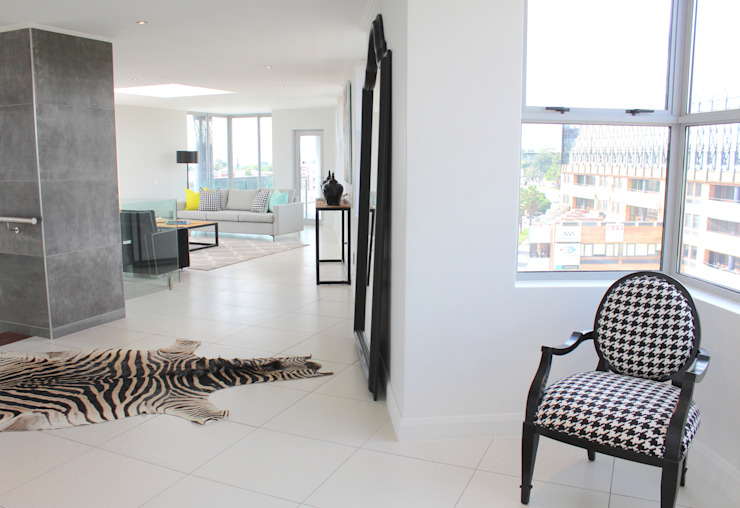 Couloir et hall d'entrée de style  par House of Gargoyle, Moderne