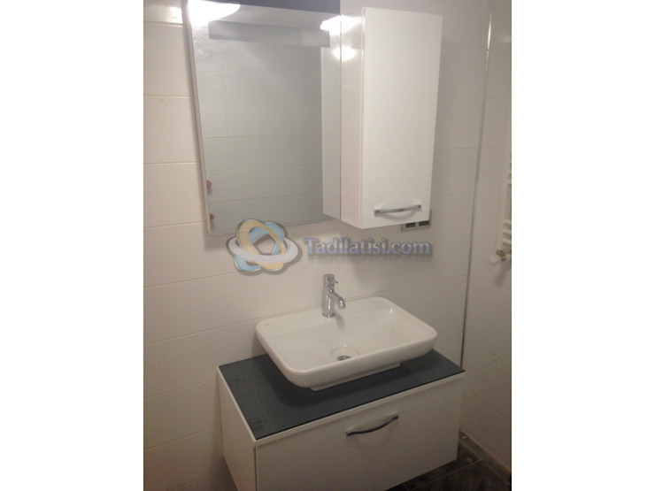 Buca bölgesinde konusunda uzman ekip arkadaşlarıyla yapmış olduğumuz tadilatın banyo fotoğrafı Modern Banyo Lens İnşaat Elektrik Elektronik San.Tic.Ltd.Şti. Modern Ahşap-Plastik Kompozit
