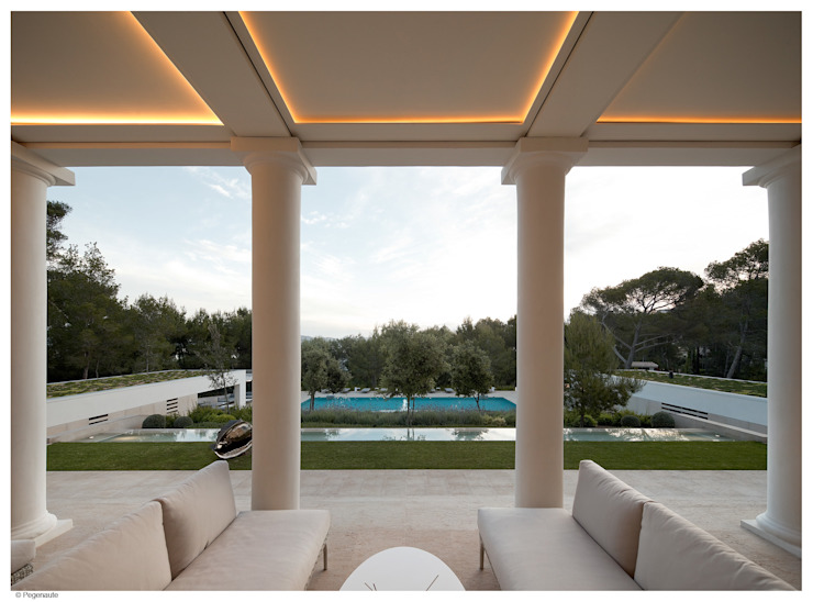 Refurbishment and extention of a single family house and swimming pool in Alcudia by Tono Vila Architecture & Design Colonial