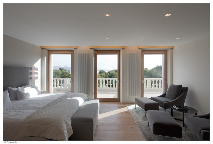 غرفة نوم تنفيذ Tono Vila Architecture & Design, حداثي