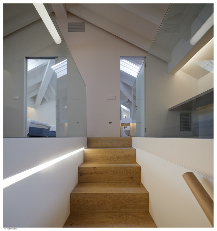 Refurbishment and extention of a single family house and swimming pool in Alcudia Modern Corridor, Hallway and Staircase by Tono Vila Architecture & Design Modern