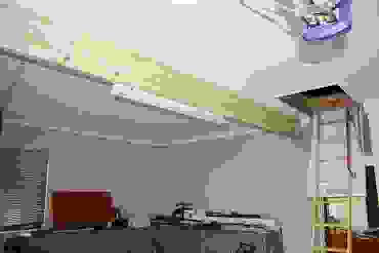 Minimalist garage/shed by Loftspace Minimalist