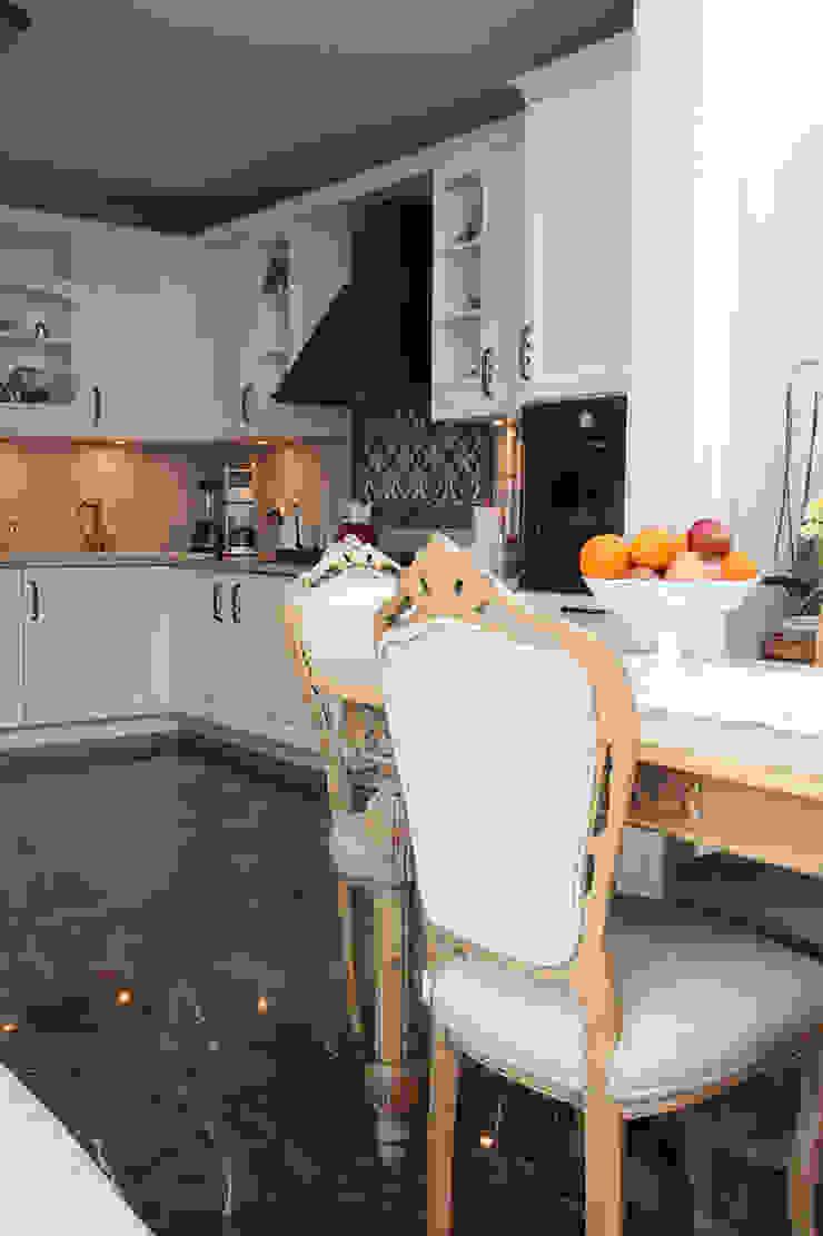 Kış bahçeli ev Klasik Mutfak Orkun İndere Interiors Klasik Ahşap Ahşap rengi