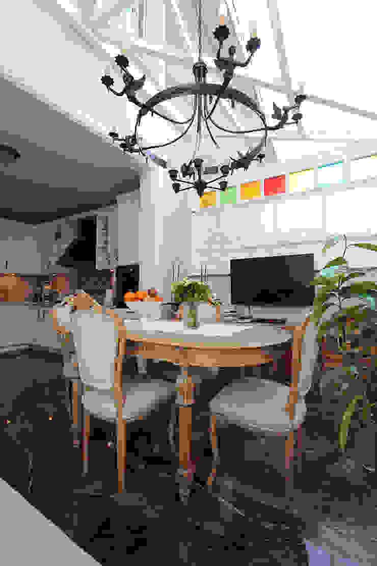 Kış bahçeli ev Klasik Kış Bahçesi Orkun İndere Interiors Klasik Ahşap Ahşap rengi