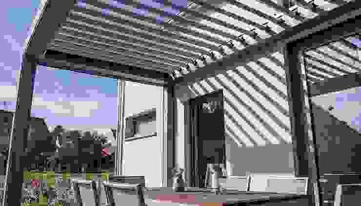 Moderne balkons, veranda's en terrassen van KitzlingerHaus GmbH & Co. KG Modern