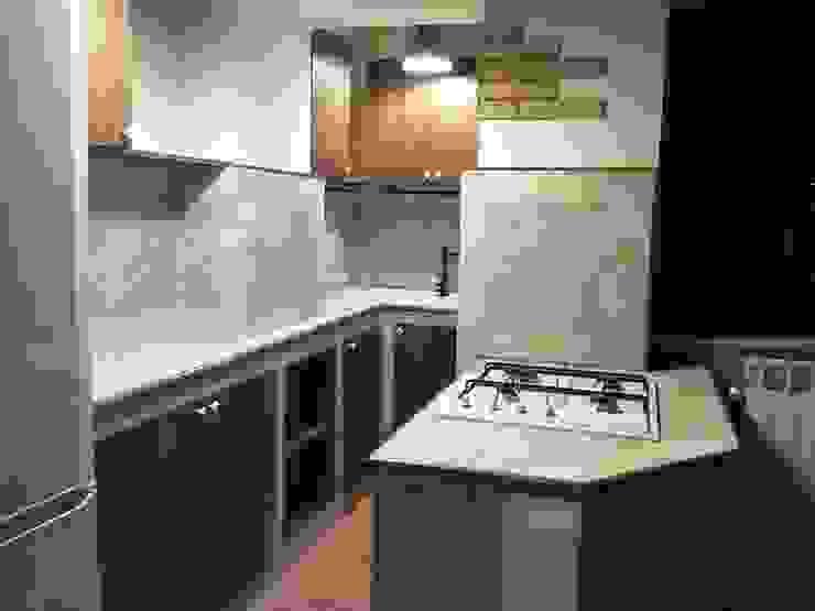 """Una """"grande"""" cucina in un piccolo spazio! Cucina minimalista di T.A. arredo_arredamento su misura Minimalista"""