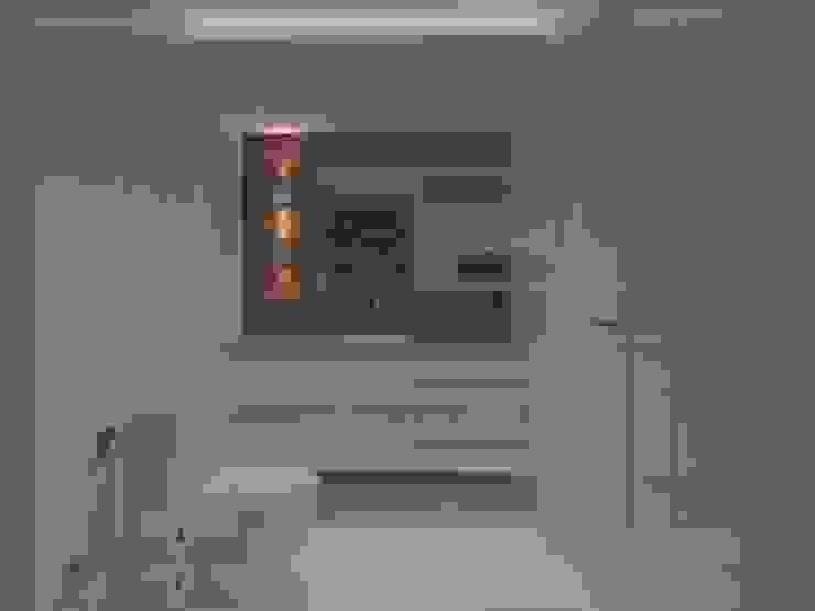 Bathroom by Larissa Vinagre Arquitetos,