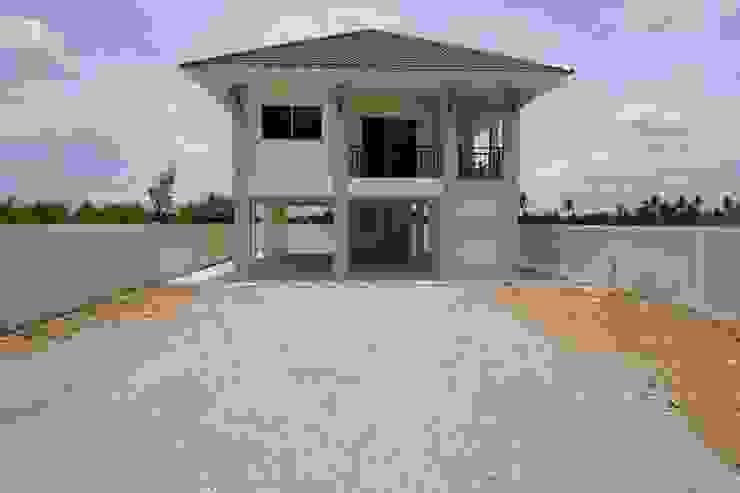 """บ้านชั้นเดียวยกพื้นสูง แบบไทยประยุกต์กึ่งโมเดิร์น """"แบบบ้านอิทธิกร 7"""" โดย บริษัท อิทธิกร การช่าง จำกัด"""