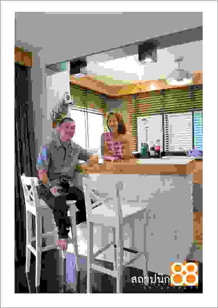 งานรีโนเวทบ้านพักอาศัย2ชั้น concept แนวอบอุ่น ใช้เฟอร์นิเจอลอยตัวของเดิมมาจัดวาง โดย บ.สถาปนิก88 มุกดาหาร จำกัด