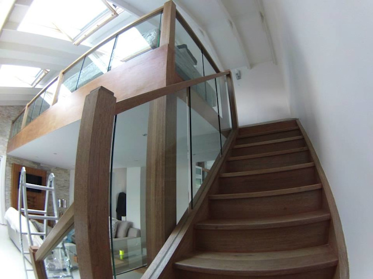 Modern corridor, hallway & stairs by Loftspace Modern