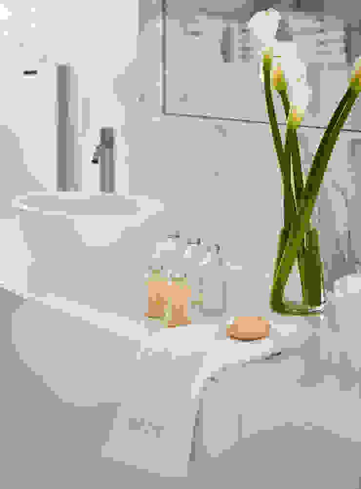 Casa Sant Feliu de Guíxols SOLER-MORATO ARQUITECTES SLP Baños de estilo mediterráneo Cerámico Blanco